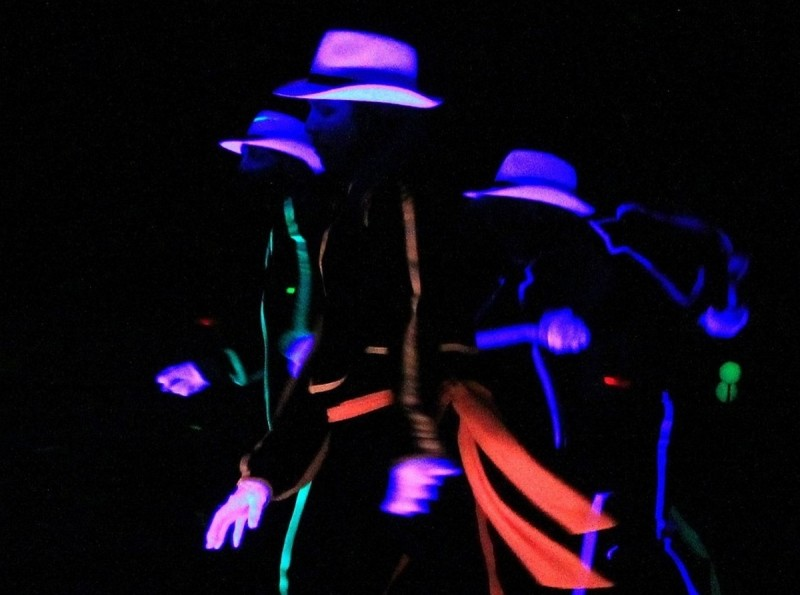 800x595_Black light theatre 1