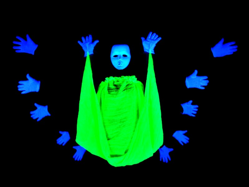 800x601_Black light theatre HILT hands